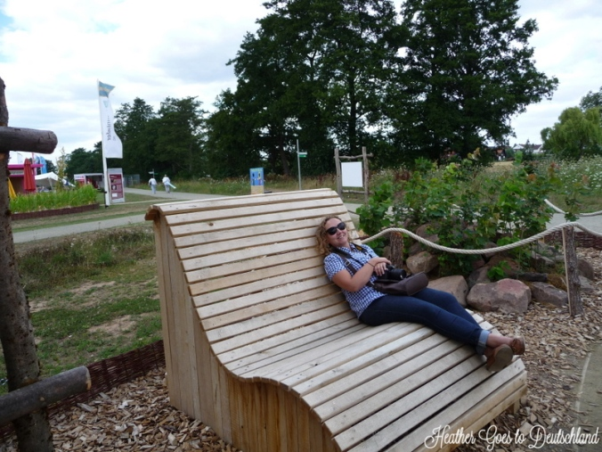Why yes, I would like one of these giant chairs to lounge in our garden and read.